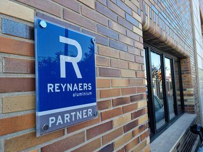 Reynaers Aluminium refuerza su presencia en Madrid con la alianza con COSADE