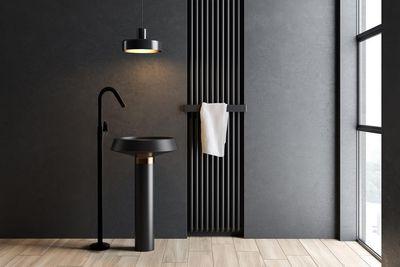 Ramon Soler® completa su colección Alexia con la columna monomando para lavabo en negro mate
